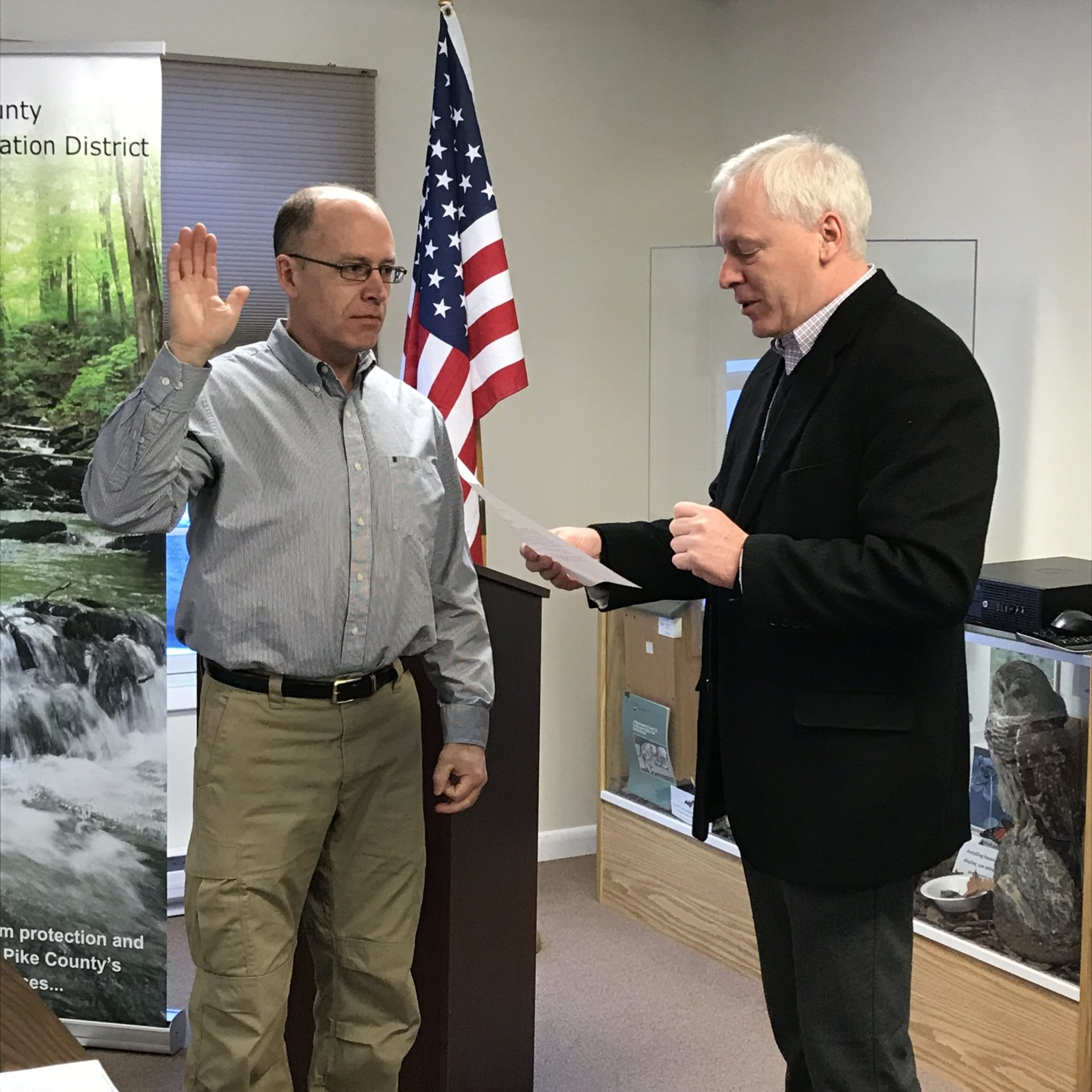 Mike Spencer being sworn into the Board of the Directors by Ron Schmalzle