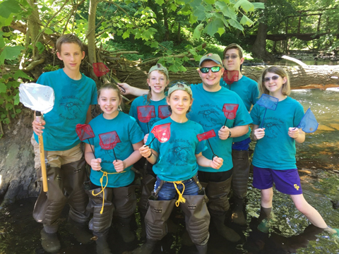 Photo of Wallenpaupack High School Environmental Club students sampling for rusty crayfish.